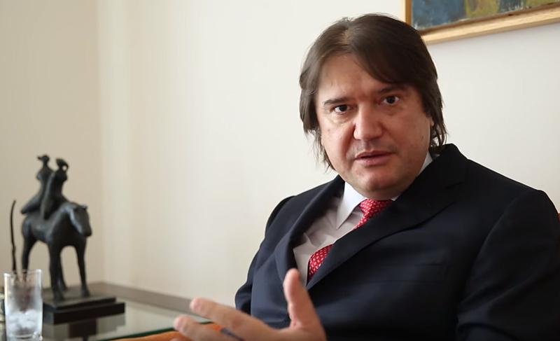 Pedro Estevam Serrano: a democracia sob ataque