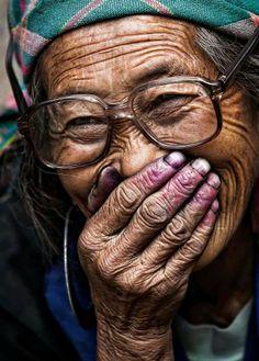 Dona Claudine: dentes novos!