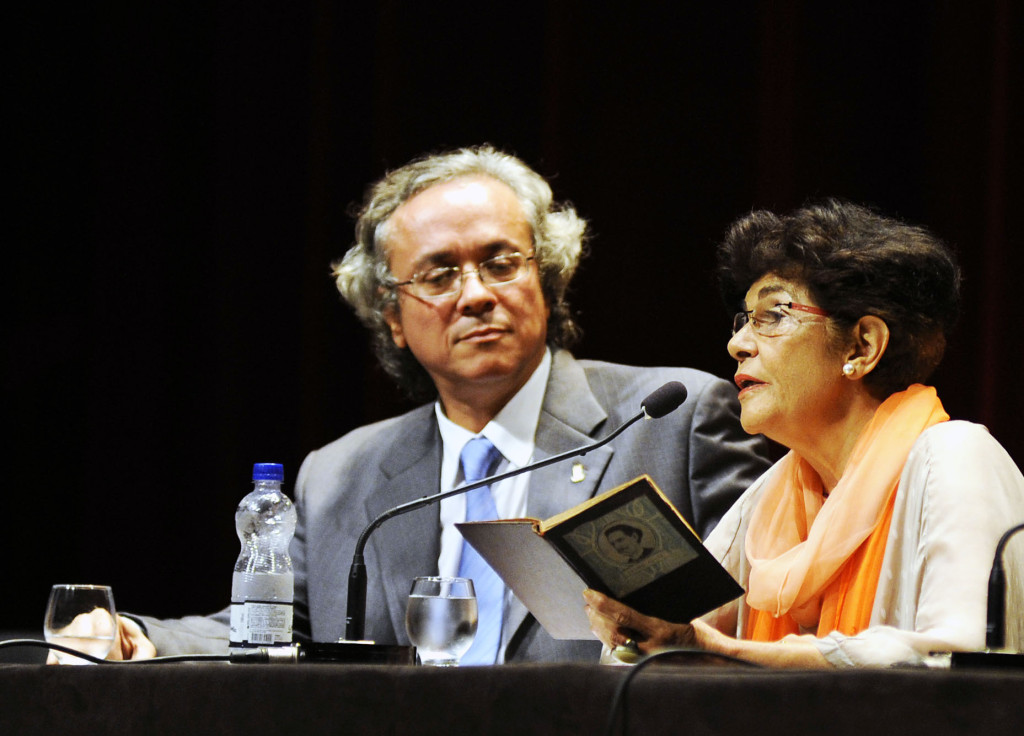 Marilema Chauí ao lado de João Carlos Salles: o Navio Negreiro como inspiração