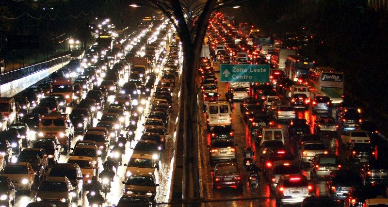 Use álcool em vez de gasolina em seu carro, os paulistanos agradecem