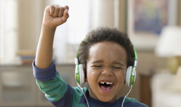 Sobe o som! Música diminui estresse em tratamento dentário