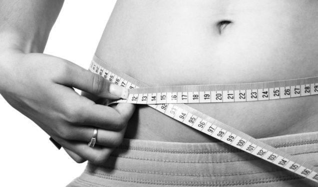 Tarefas domésticas pesam mais para mulheres, que tendem a desenvolver sobrepeso