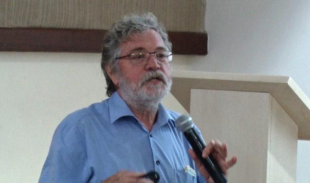 """No futuro, pesquisa terá """"várias encarnações"""", diz fundador da plataforma SciELO"""