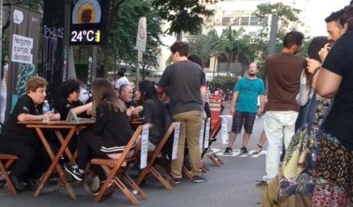 Renata Funchal: Física na Paulista – a experiência do contato direto com o público