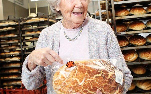 Tem pão velho sim. Na Jordânia e na casa de D. Claudine