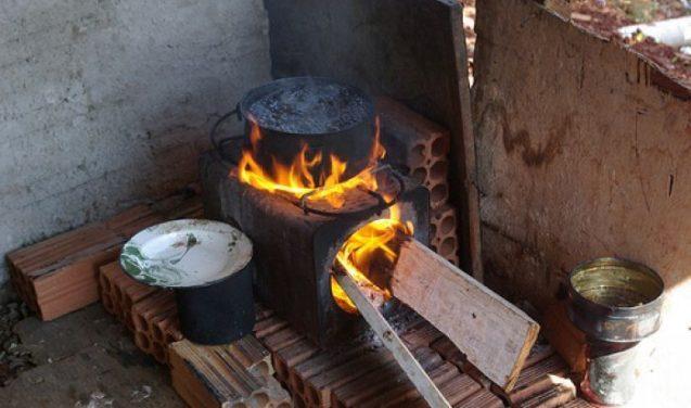 Asma: poluição por queima de lenha é pior que a de fumaça de cigarro, diz estudo da UFBA