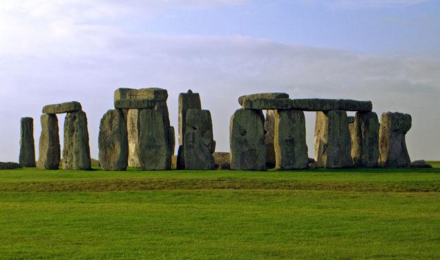 Navegações difundiram monumentos de pedra como os de Stonehenge